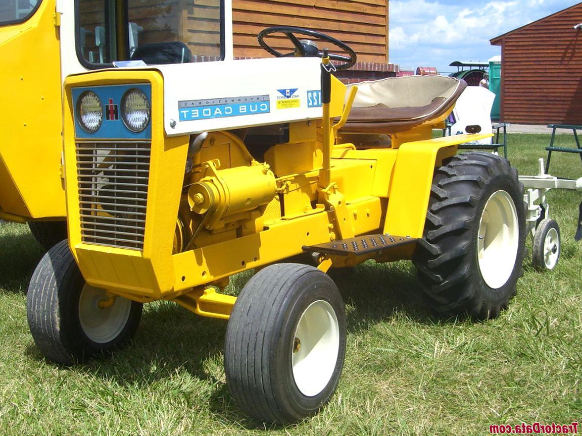 Cub Cadet International Garden Tractor 128 129 IH Key Ring FOB chain Keychain