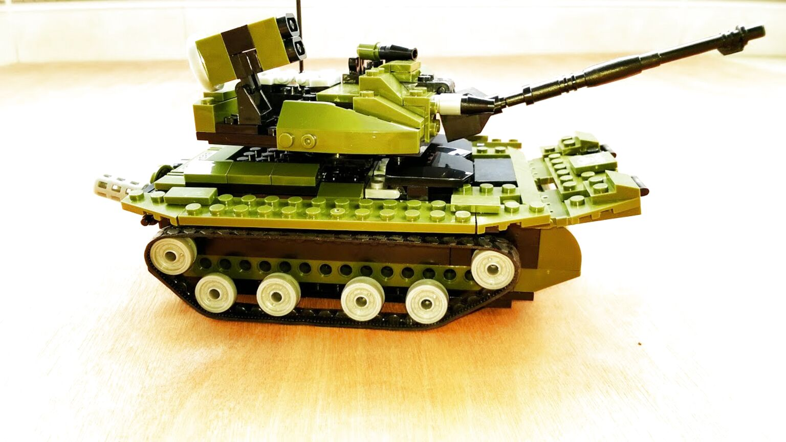 U Weapons Lego MOC 596pcs WW2 Army Soldiers And Military Tanks US Army Red Army