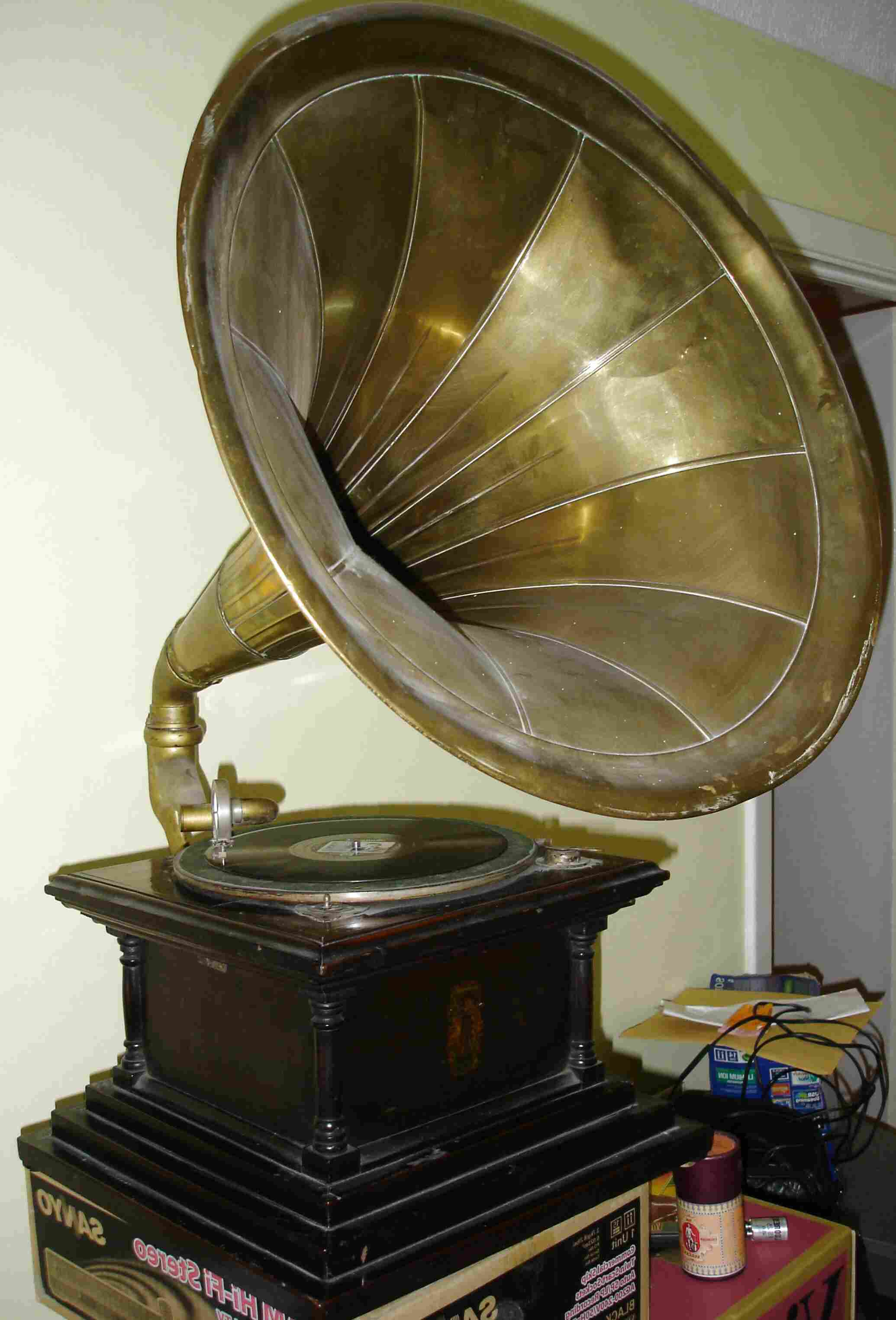 """1920s /""""Victor/"""" Phonograph Records for Dollhouse Miniature Reproduction"""