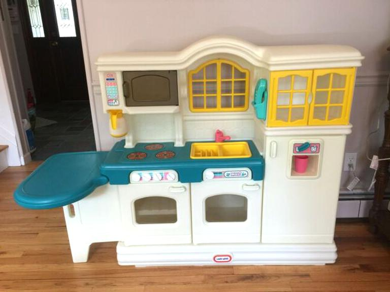 Little Tikes Country Kitchen for sale | Only 4 left at -70%